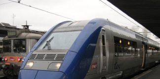 Un Train Express Régional en gare d'Orléans.